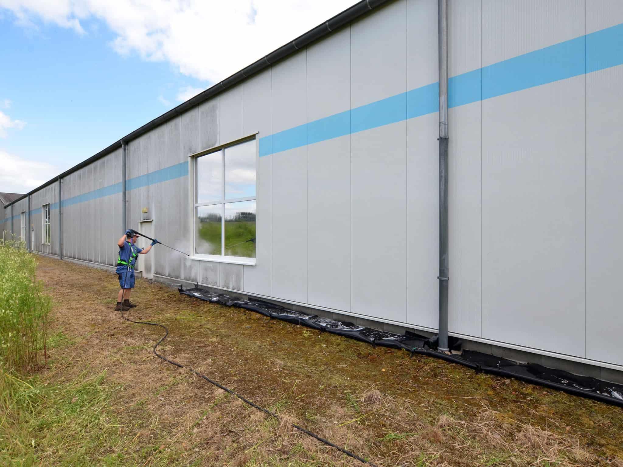 Industrie Fassadenreinigung bei der Arbeit